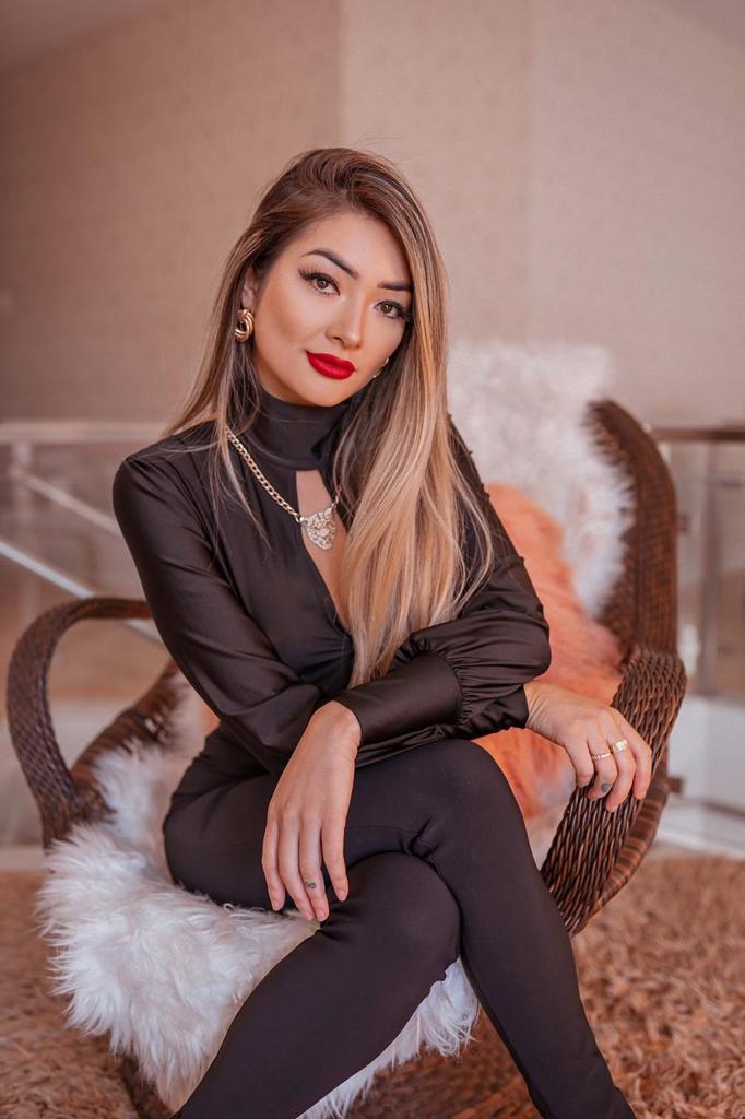 Linda e apaixonante, conheça a influenciadora Ana Otani
